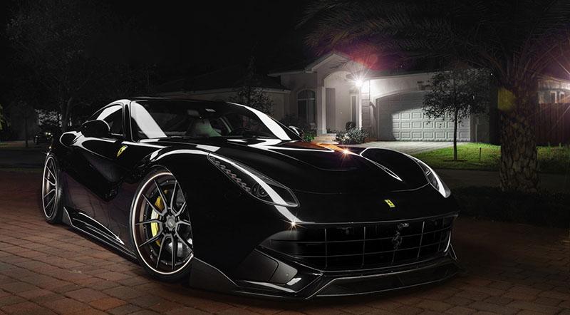 نسخة خاصة من فيراري F12 بيرلينيتا شراسة باللونين الأسود والذهبي موتوراتي