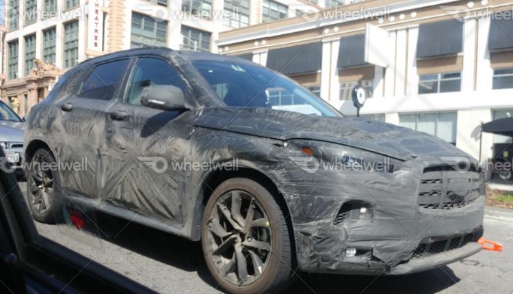 صور سيارة إنفينيتي QX50 2019 أثناء اختبارها