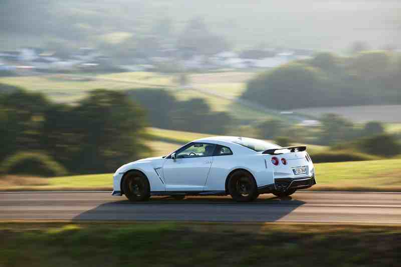 Side 2017 Nissan Gt R Track Edition موتوراتي