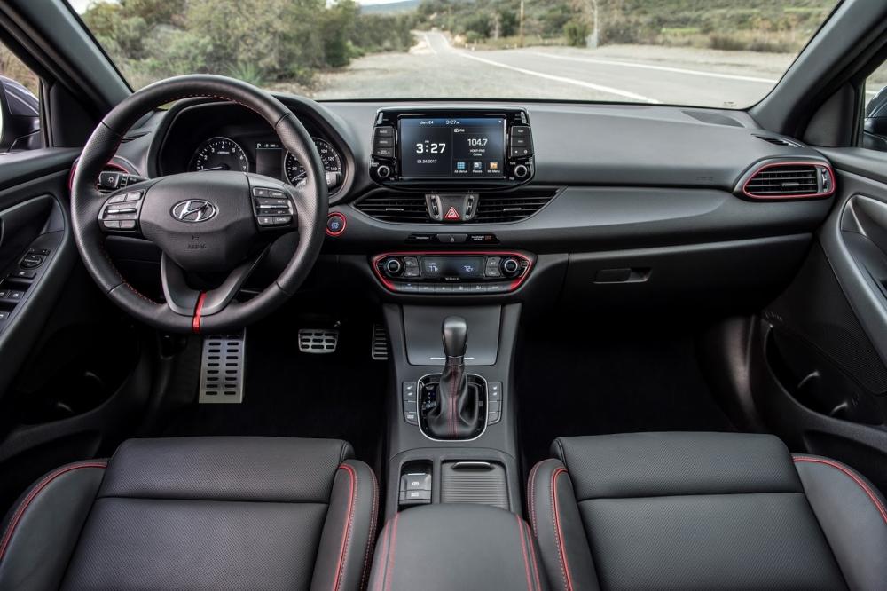 Internal Hyundai Elantra Gt 2018 موتوراتي